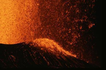 image Puu oo vent Kilauea volcano Hawaiian Islands 2 medium